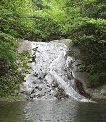 やすらぎの滝.PNG